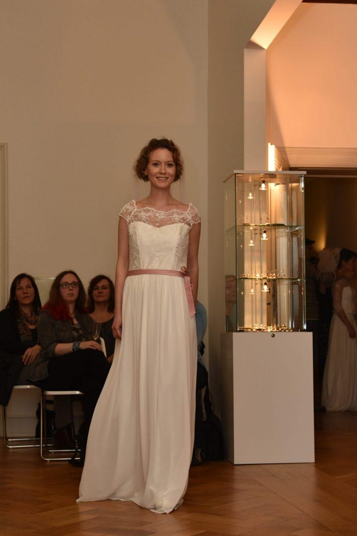 Modell: Lisenka, Foto:Marion Köll, Kleid: Susanne Kemna