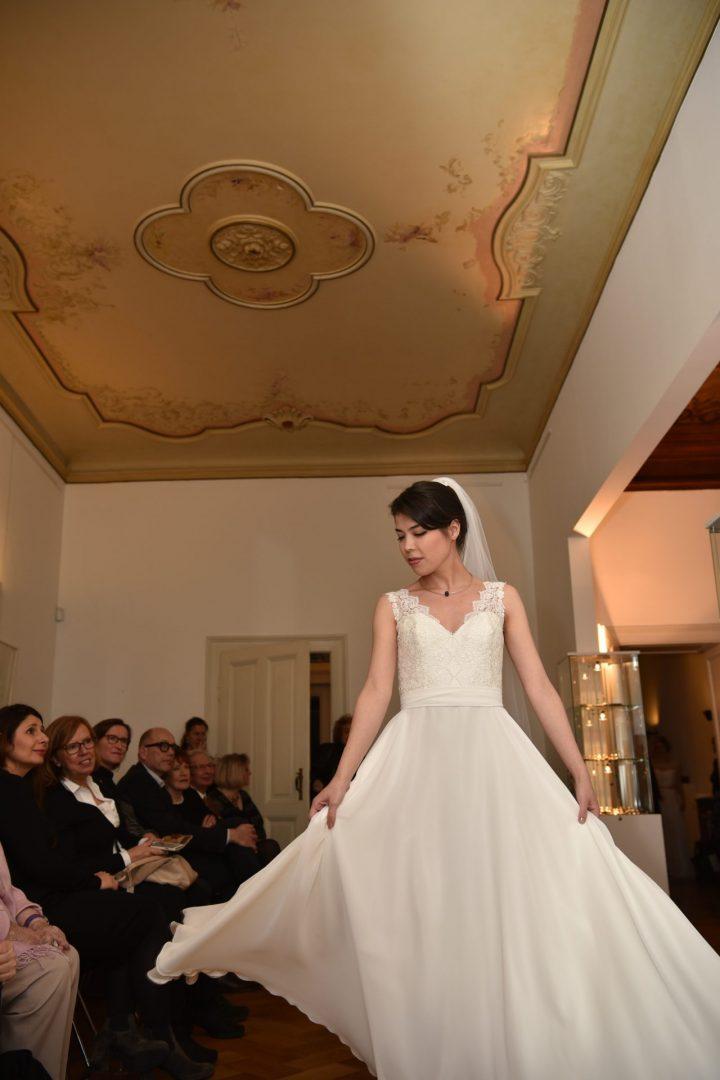 Modell: Milana, Foto: Marion Köll, Kleid: Susanne Kemna